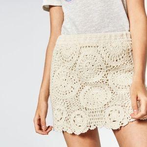 ZARA - Crochet knit mini skirt Ivory, XS
